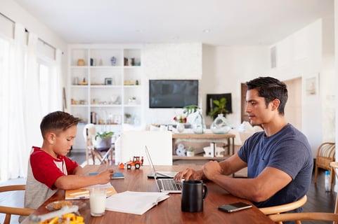 Führungskraft allein zuhaus: Tipps für die Zusammenarbeit im Home Office