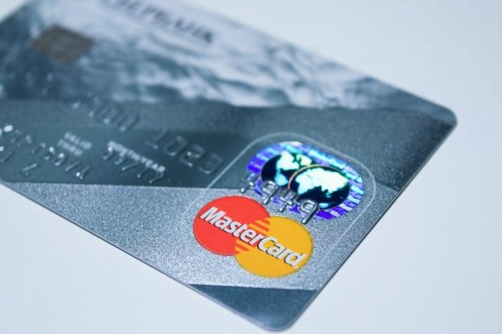 plastic-card-1647376_1920-1024x681