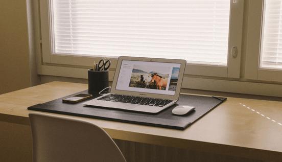 在宅勤務とテレワークの違いは?注目される背景と導入のポイントについて解説