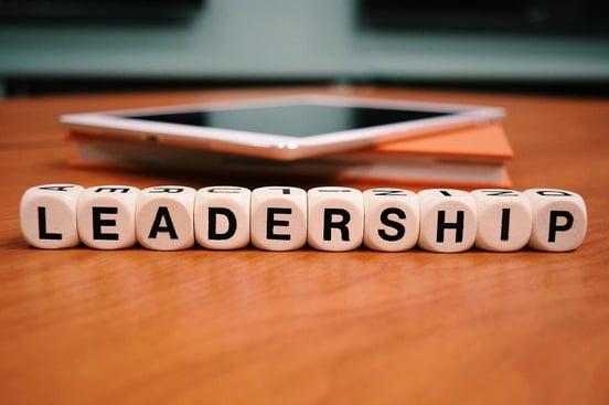 リーダーシップとは何か?求められる資質とマネジメントとの違い