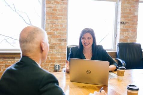 人事評価制度に不満を持つ社員にはどう対処する?