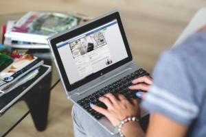 hands-woman-laptop-notebook-600x400-300x200-2