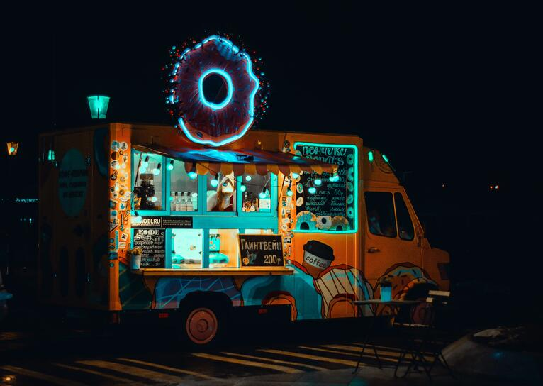 food-truck-illuminated-light-1766686