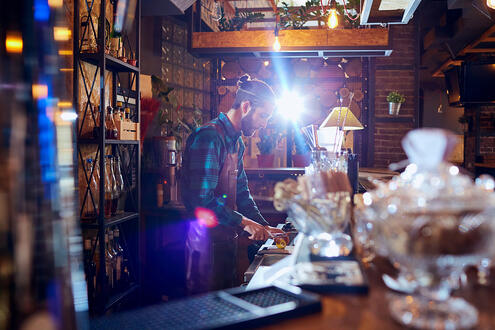 Bar Opening and Closing Procedures: A Checklist