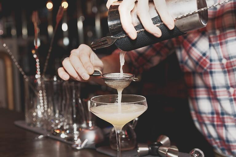 bigstock-Bartender-is-straining-drink-i-79673842-1350x900