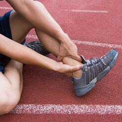 4 Ways to Take Care of a Minor Sports Injury