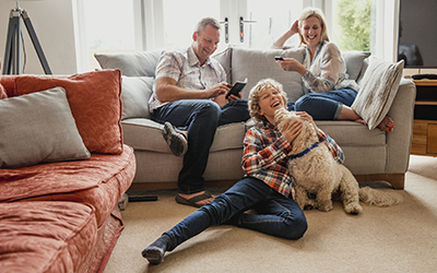 laughing_family_dogiStock-916068790