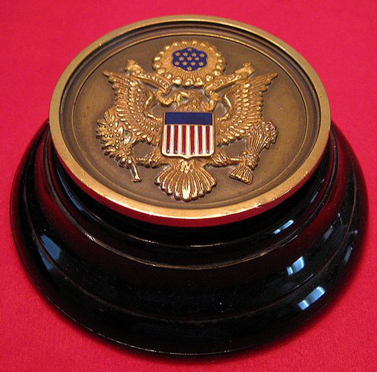 EISENHOWER RELIC|WHITE HOUSE MEMORABILIA|WORLD WAR 11 MEMORABILIA|PRESIDENTIAL MEMORABILIA|PAPERWEIGHT|IKE|EISENHOWER|THE RALEIGH DEGEER AMYX COLLECTION|RALEIGH DEGEER AMYX|