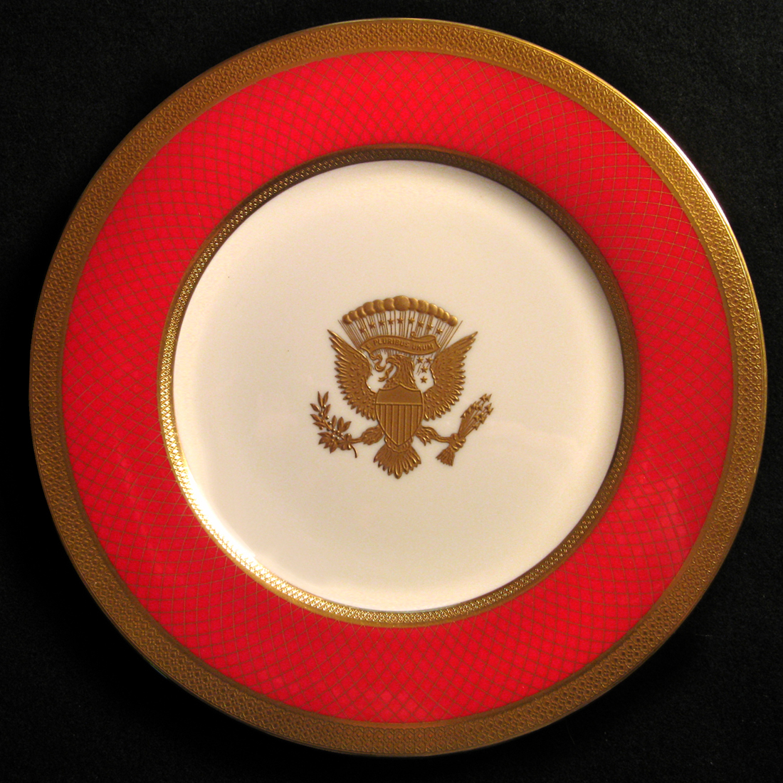 SERVICE PLATE FROM RONALD REAGAN OFFICIAL WHITE HOUSE CHINA
