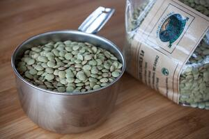 lentils_fiddlers_green_measuring_cup_1080px-1024x683