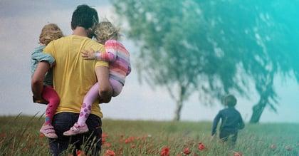 Kiinnostaako lapsiperheet? Näin hyödynnät kaksi tämän kesän isointa ilmiötä