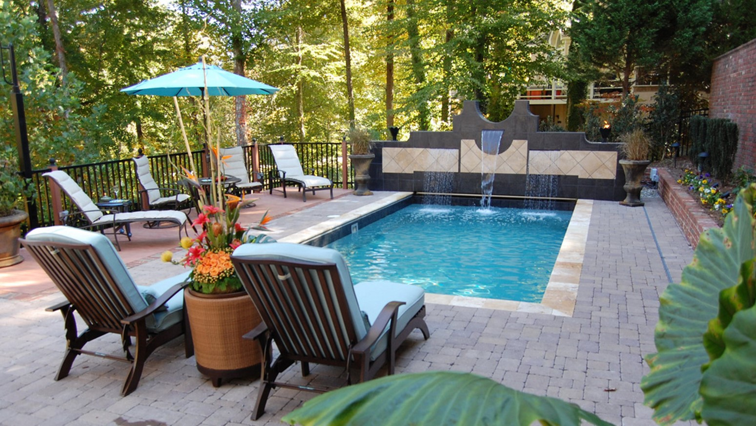 create a unique look for your custom swimming pool - Custom Swimming Pool Designs