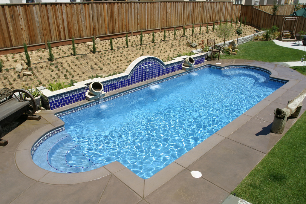 Installing Swimming Pools : Tips for efficiently installing a fiberglass pool