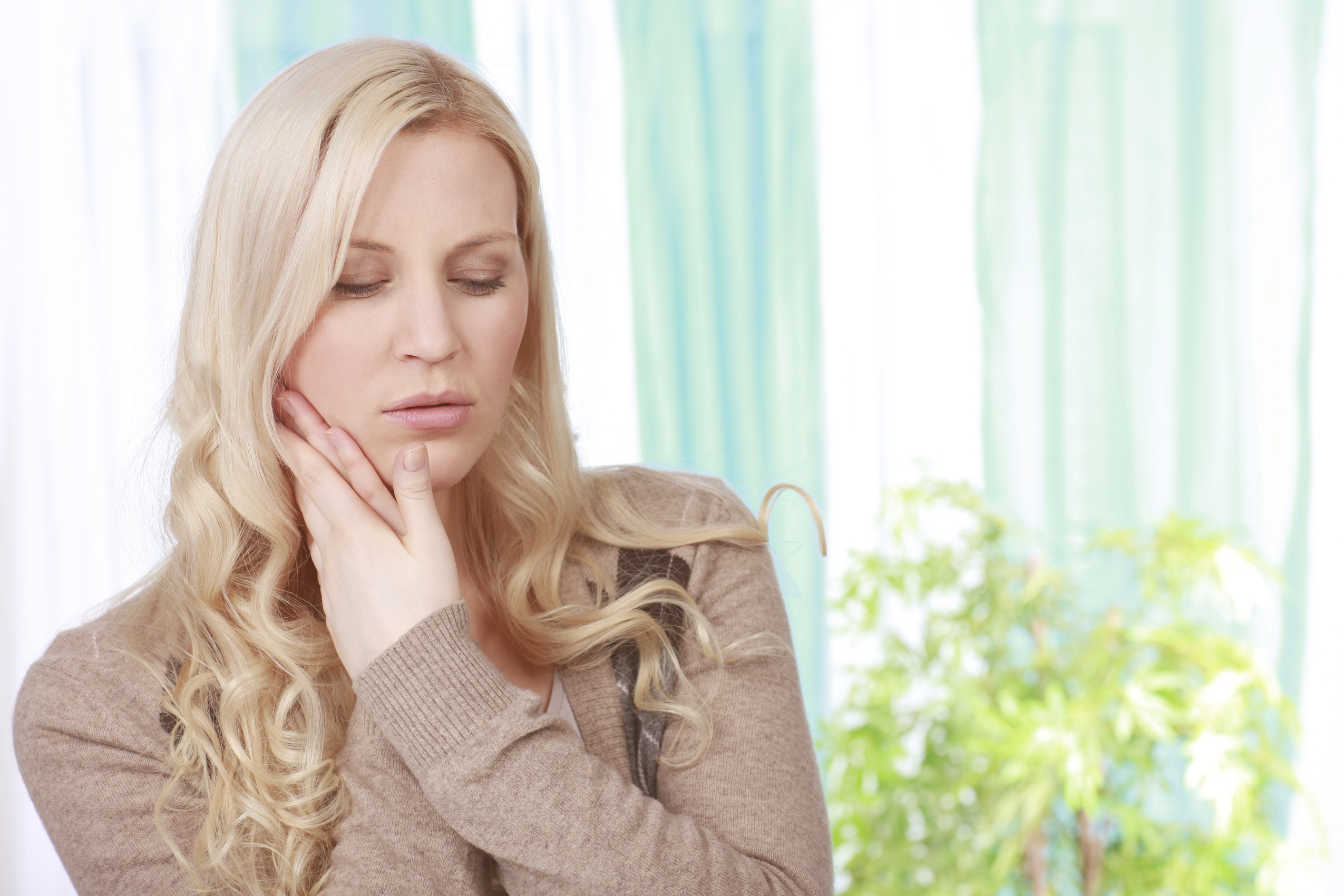 7 Possible Causes of Toothache and Treatment Options
