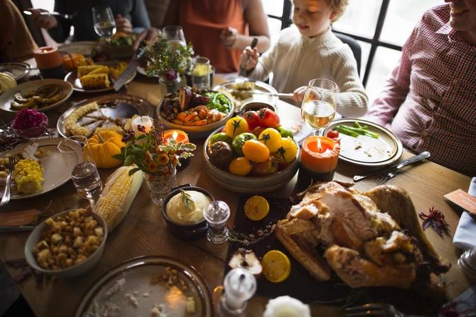 thanksgiving-celebration-tradition-family-dinner-P7TGWDC-min