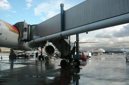 Tubo telescópico para alimentación de aire acondicionado para aeronaves
