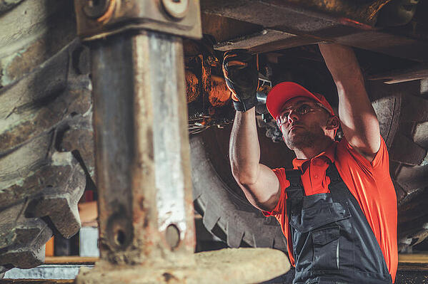 How to leverage equipment rental software to streamline preventive maintenance?