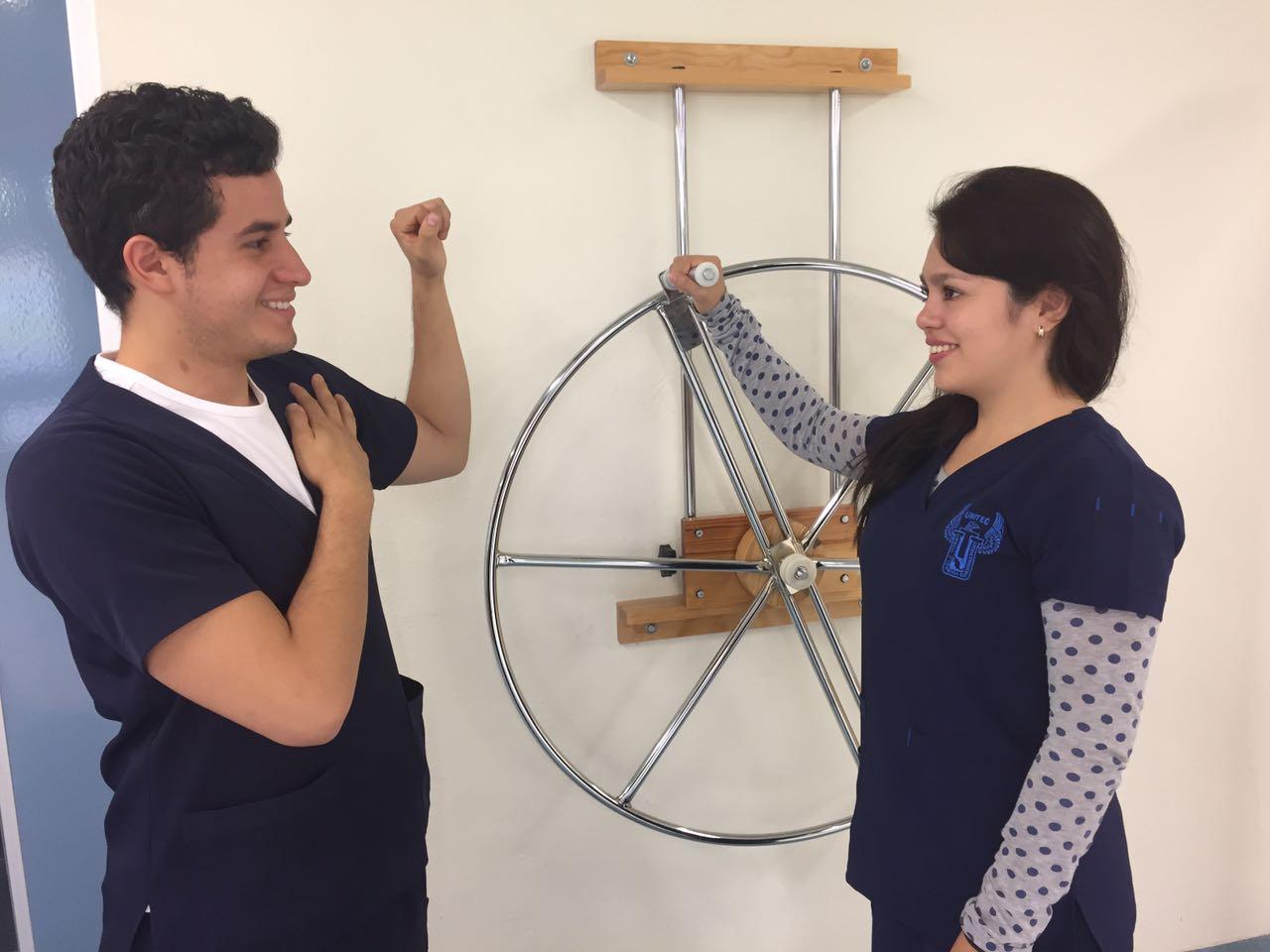 Alumnos de Fisioterapia de la UNITEC ganan beca para estudiar en el extranjero