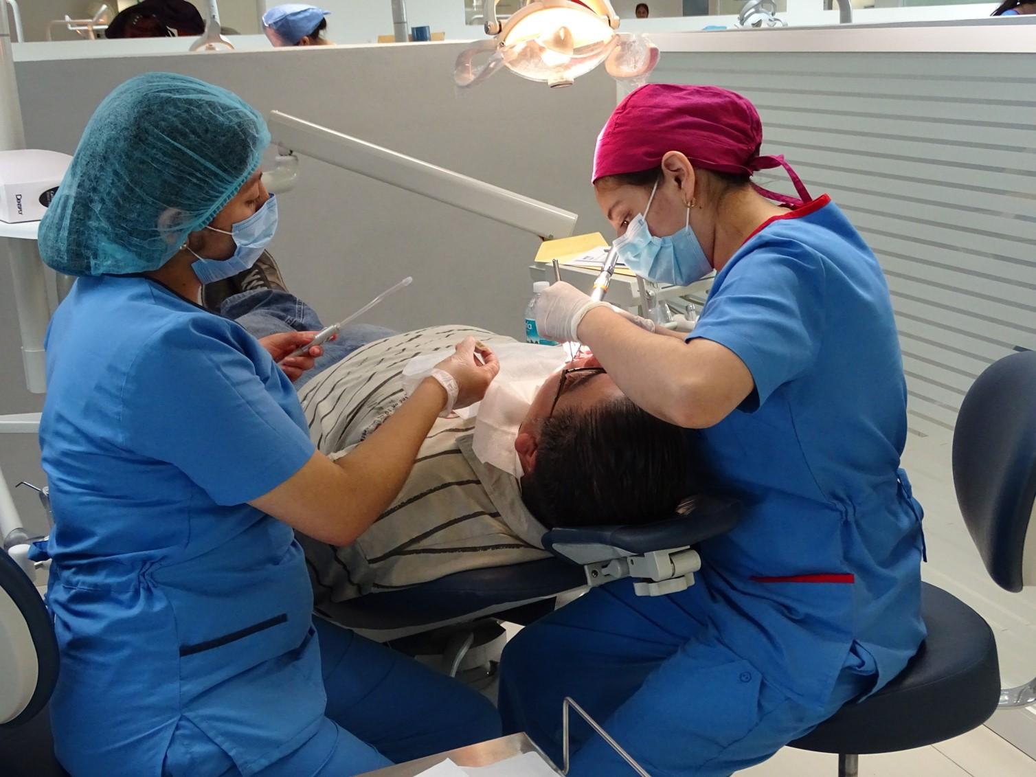 Cuidados pre y post operatorios en una cirugía bucal - Featured Image