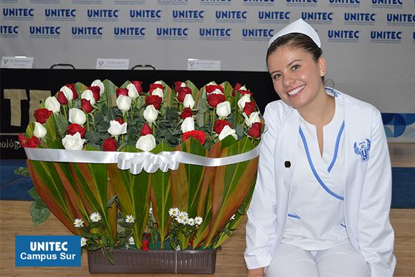 Entregan cofia y fistol a alumnos de Enfermería de UNITEC Sur