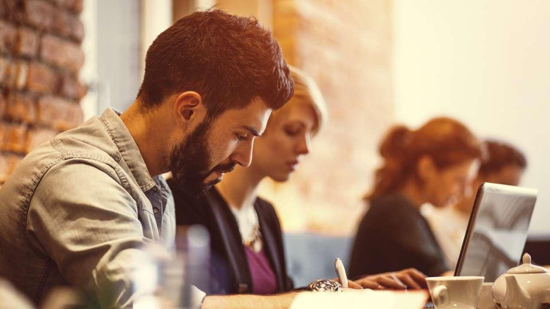 Estudiar una Licenciatura Ejecutiva: ¿es solo para adultos? - Featured Image