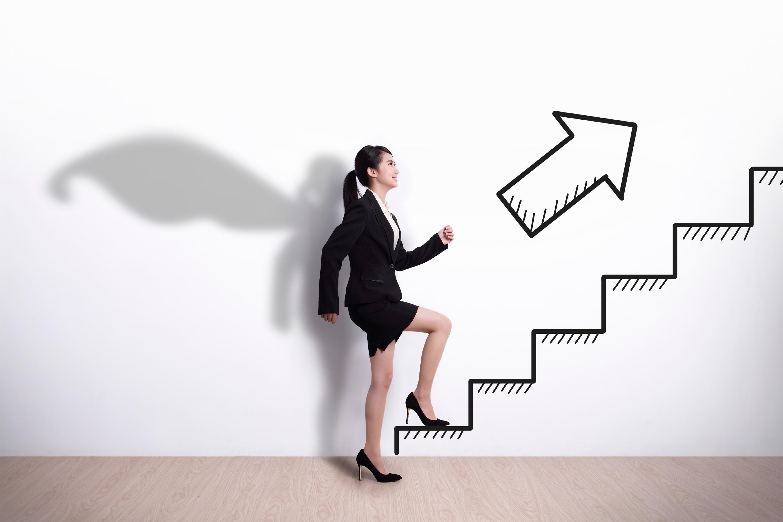 5 actitudes que pueden frenar tu crecimiento laboral - Featured Image