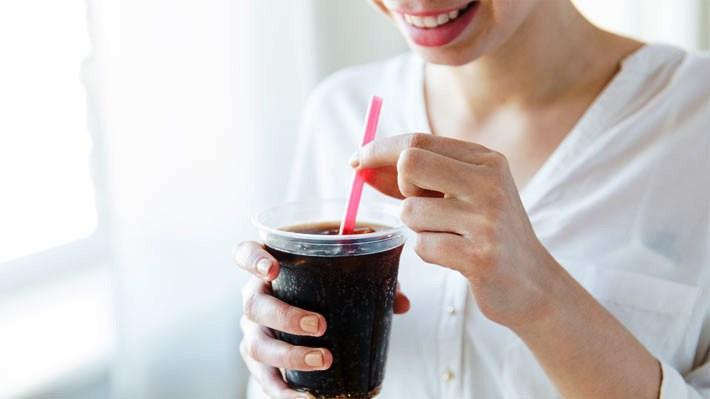 ¿Cuántas caries causan los refrescos? - Featured Image