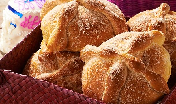 Cómo hacer pan de muerto: azucarada y esponjosa tradición - Featured Image