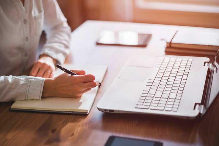 Evita estos errores al hacer tu currículum - Featured Image