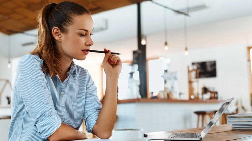 Habilidades que debes desarrollar al estudiar en línea - Featured Image