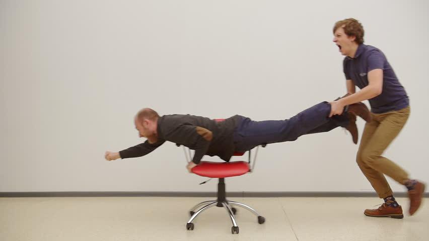 7 habilidades que olvidan los empleados (y les impiden ganar más) - Featured Image