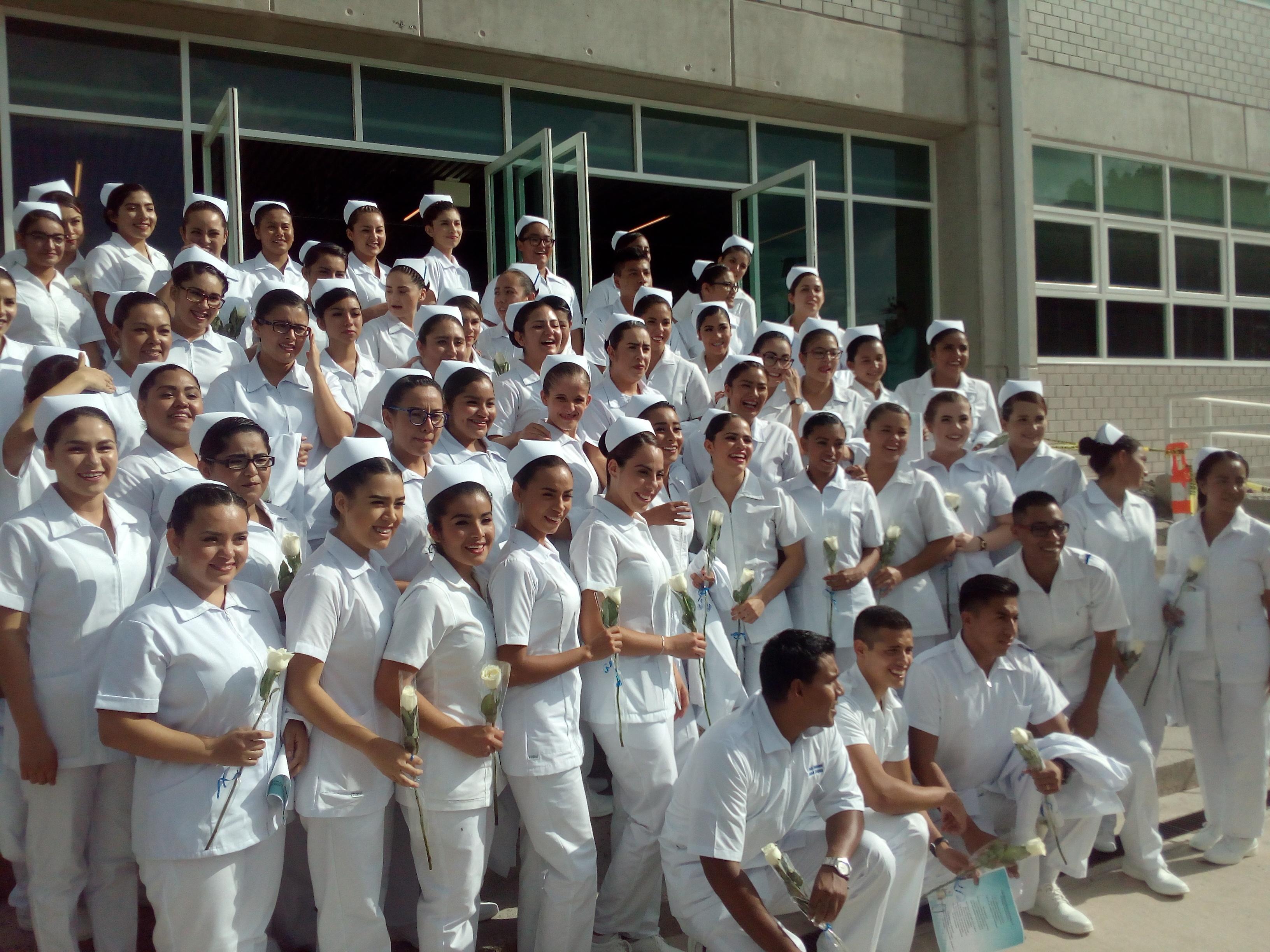 imponen-cofias-a-primera-generacion-de-enfermeria-de-campus-guadalajara-4.jpg