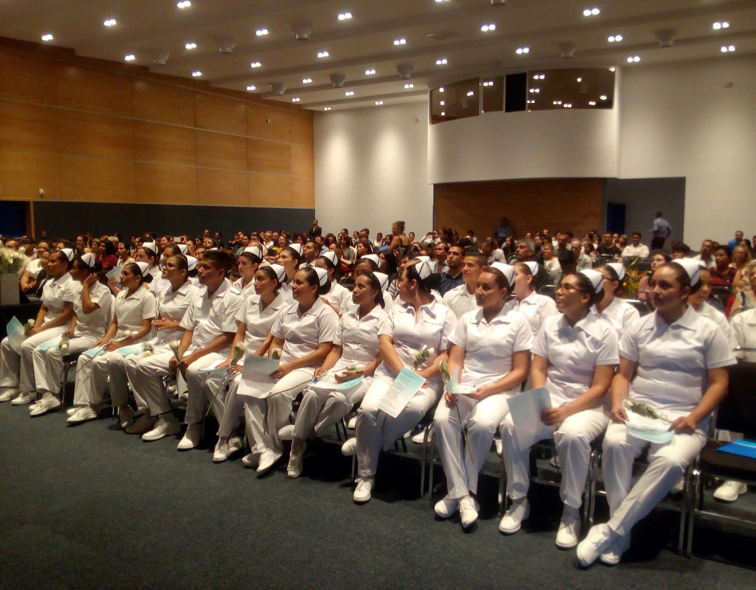 Imponen cofias a primera generación de Enfermería de Campus Guadalajara