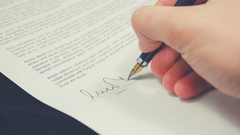 5 cosas que debes saber antes de firmar un contrato de trabajo - Featured Image