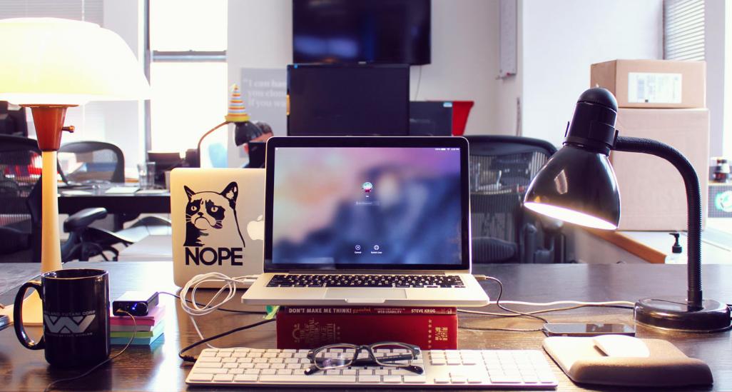 objetos-que-no-debes-tener-en-tu-lugar-de-trabajo-4.png