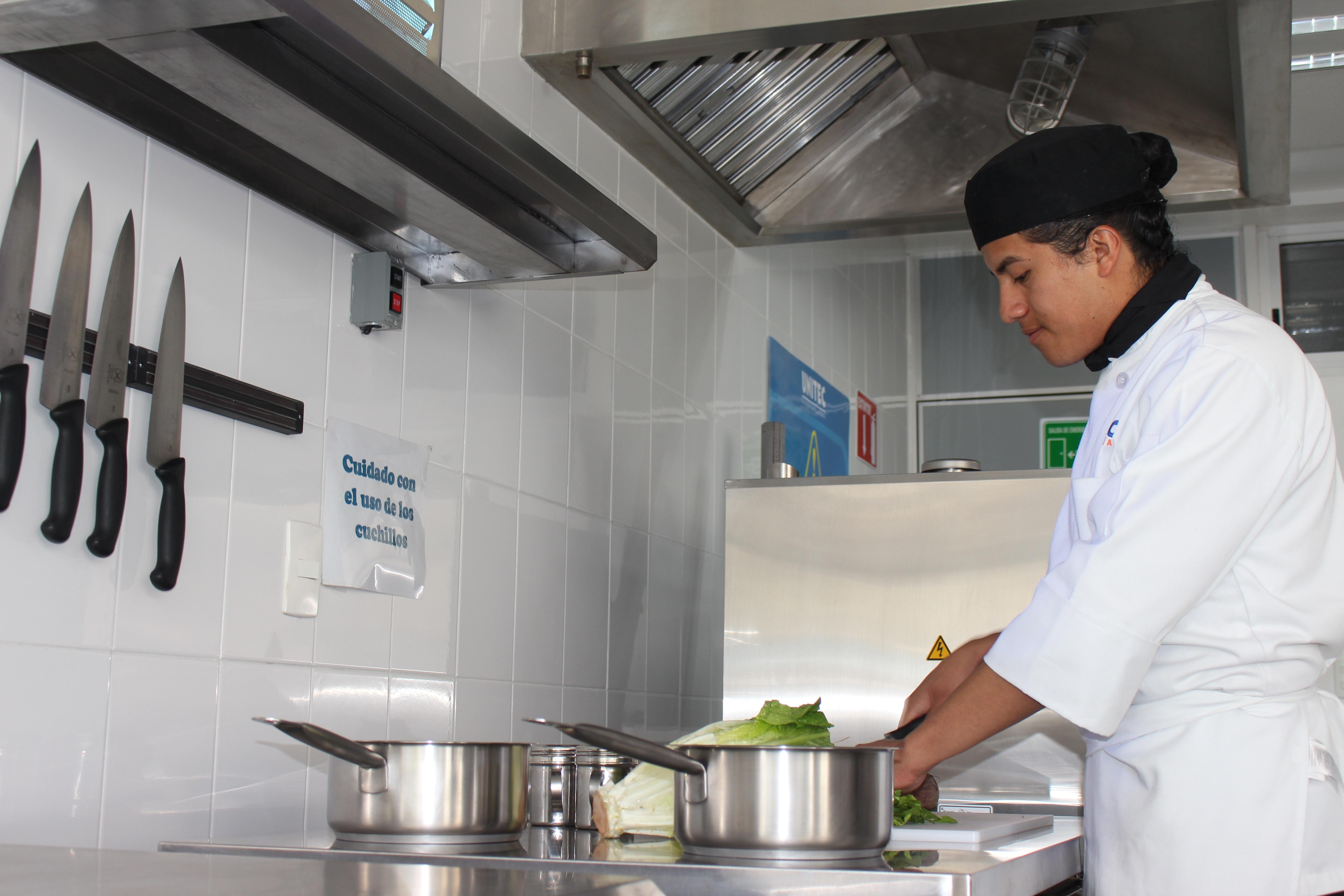 Estudiantes de Gastronomía ganadores de la Beca Richard Sandoval