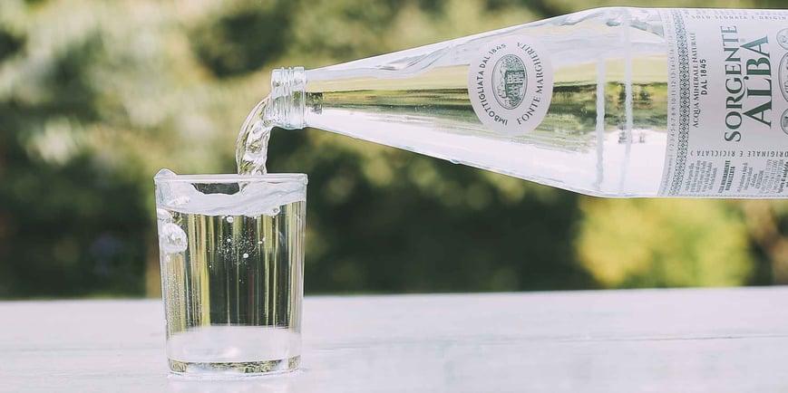 quanta-acqua-bisogna-bere-ogni-giorno-scopriamo-come-idratare-al-meglio-il-nostro-organismo-fonte-margherita