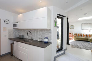 Märraum Architects_Falmouth_Garage conversion_kitchen