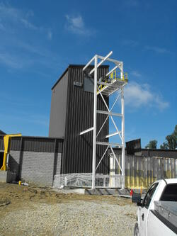Elevator Headframe with Exterior Monorail Structure
