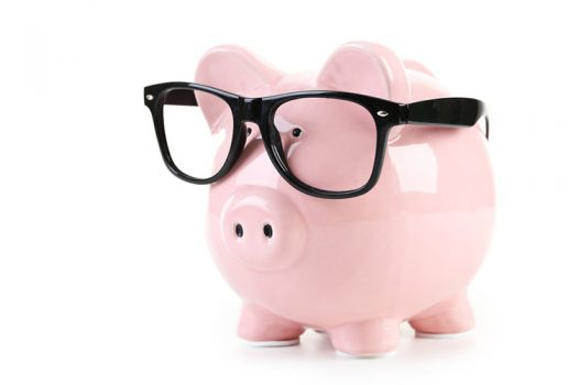 piggy-bank-spectacles-525x350