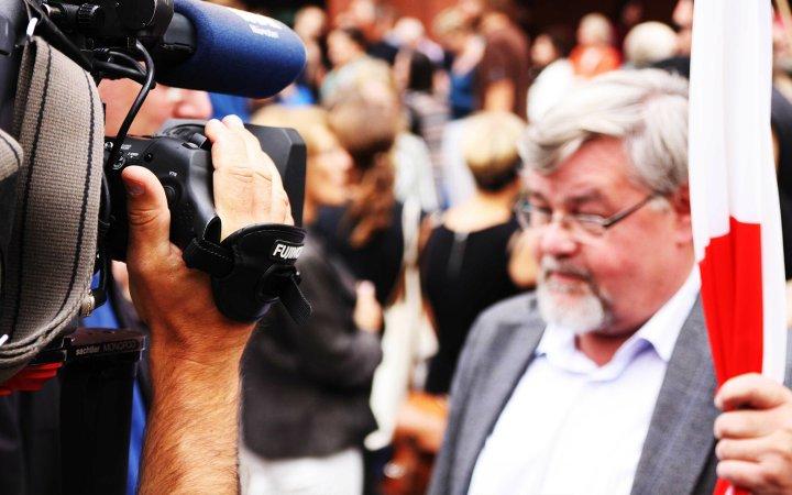 Medien in Verruf – Fake News mit Transparenz und Dialog begegnen