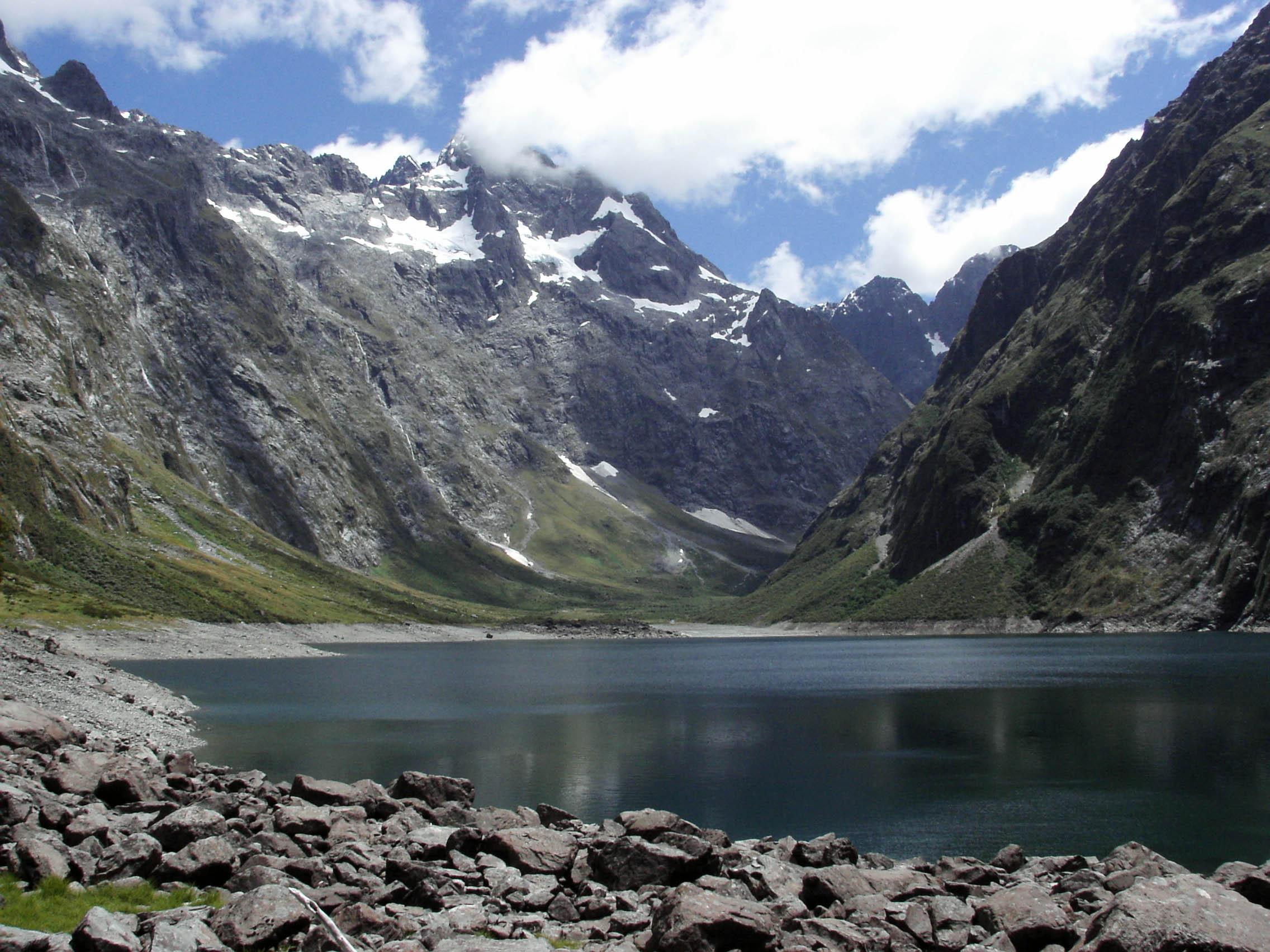 Fiordland_Lake_Marian-1.jpg