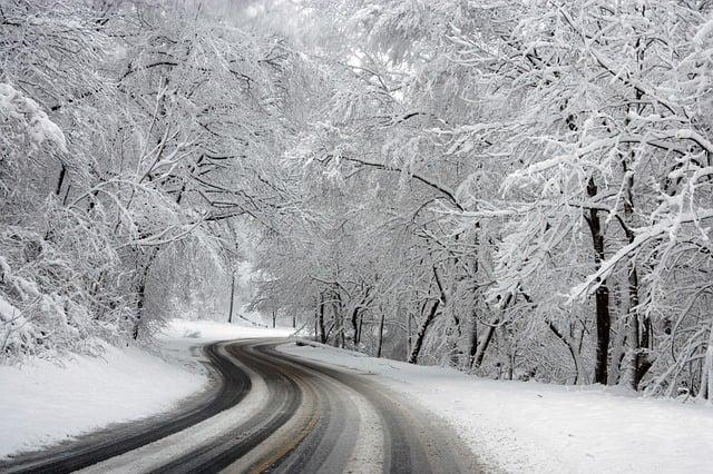 Snowy roads_pixabay