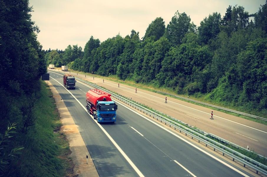 Truck_highway_pixabay
