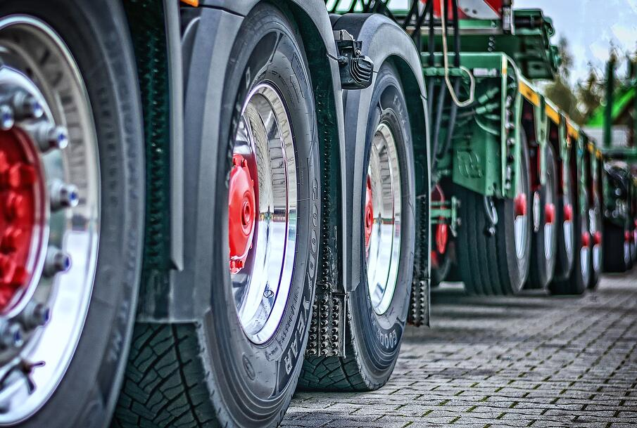 trucks fleet_pixabay-1