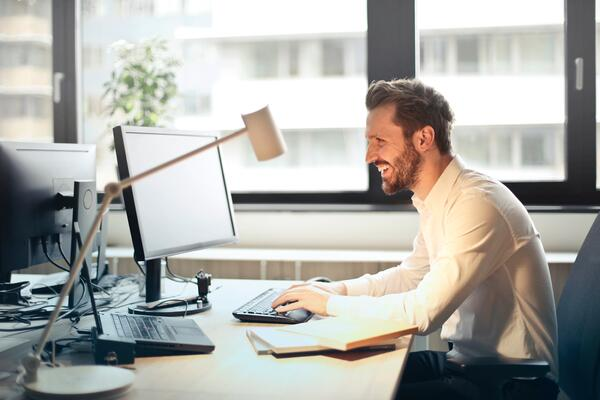 Man-with-beard-chair-computer-Webniar-Recap