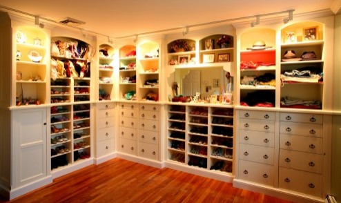 Fill in the blank: People would say my closet is .