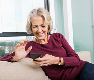 Old-Woman-Texting