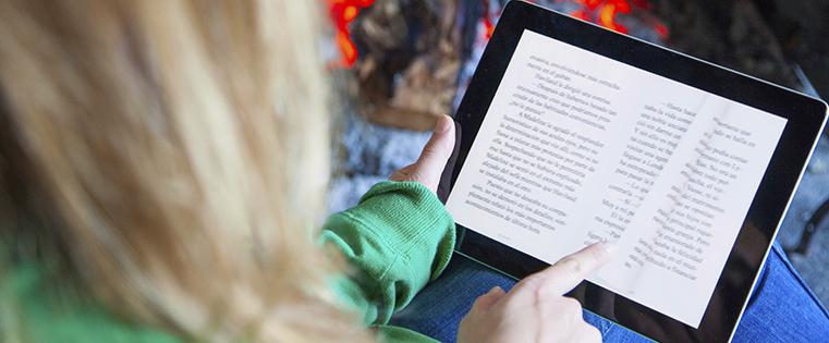 woman-ebook-tablet