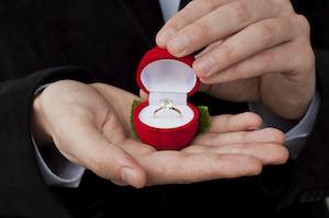 Diamond-ring-engagement